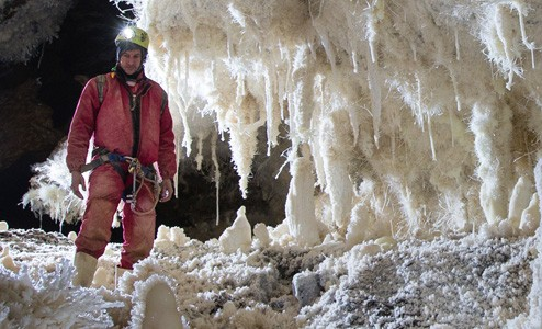 Caves: Exploring New Zealand's Subterranean Wilderness - Neil Silverwood and Marcus Thomas
